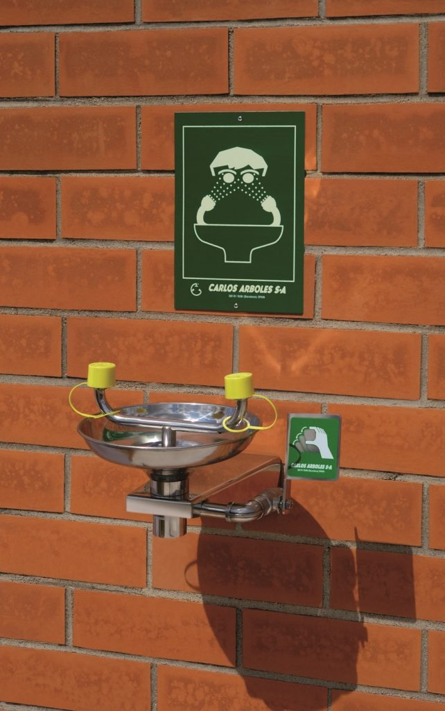 wall mounted eyewash station steel